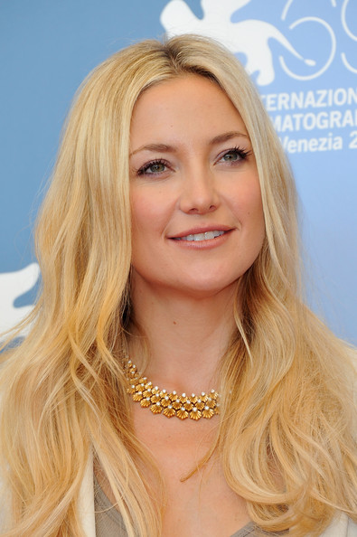 Kate Hudson with long hair after Viviscal